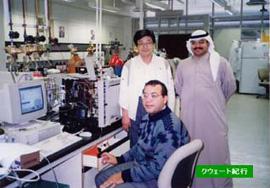 実験をするのは下働きの技術者。スタッフは自分で装置を動かして実験することはない